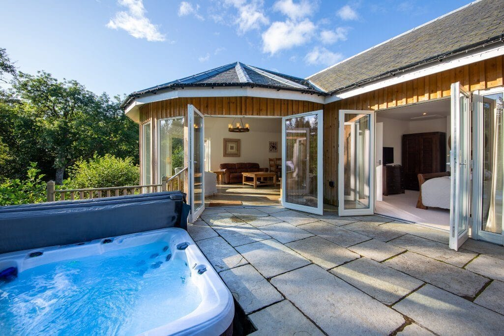 The 43 Most Beautiful Lodges with Hot Tubs in Scotland thumbnail