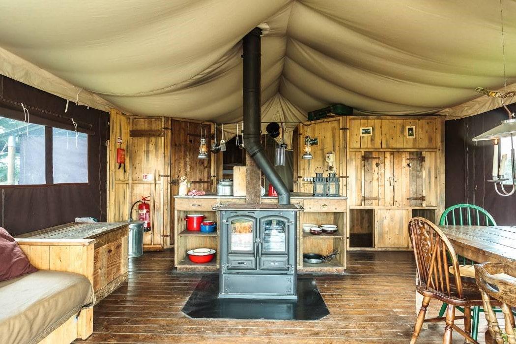 heydon-grove-farm-safari-tent-open-plan-living-and-kitchen-area