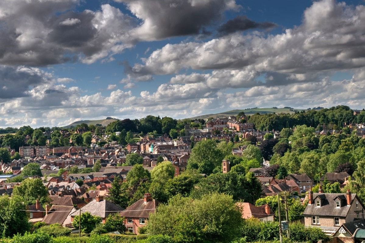 houses-amid-trees-on-cloudy-day-in-ashbourne-derbyshire