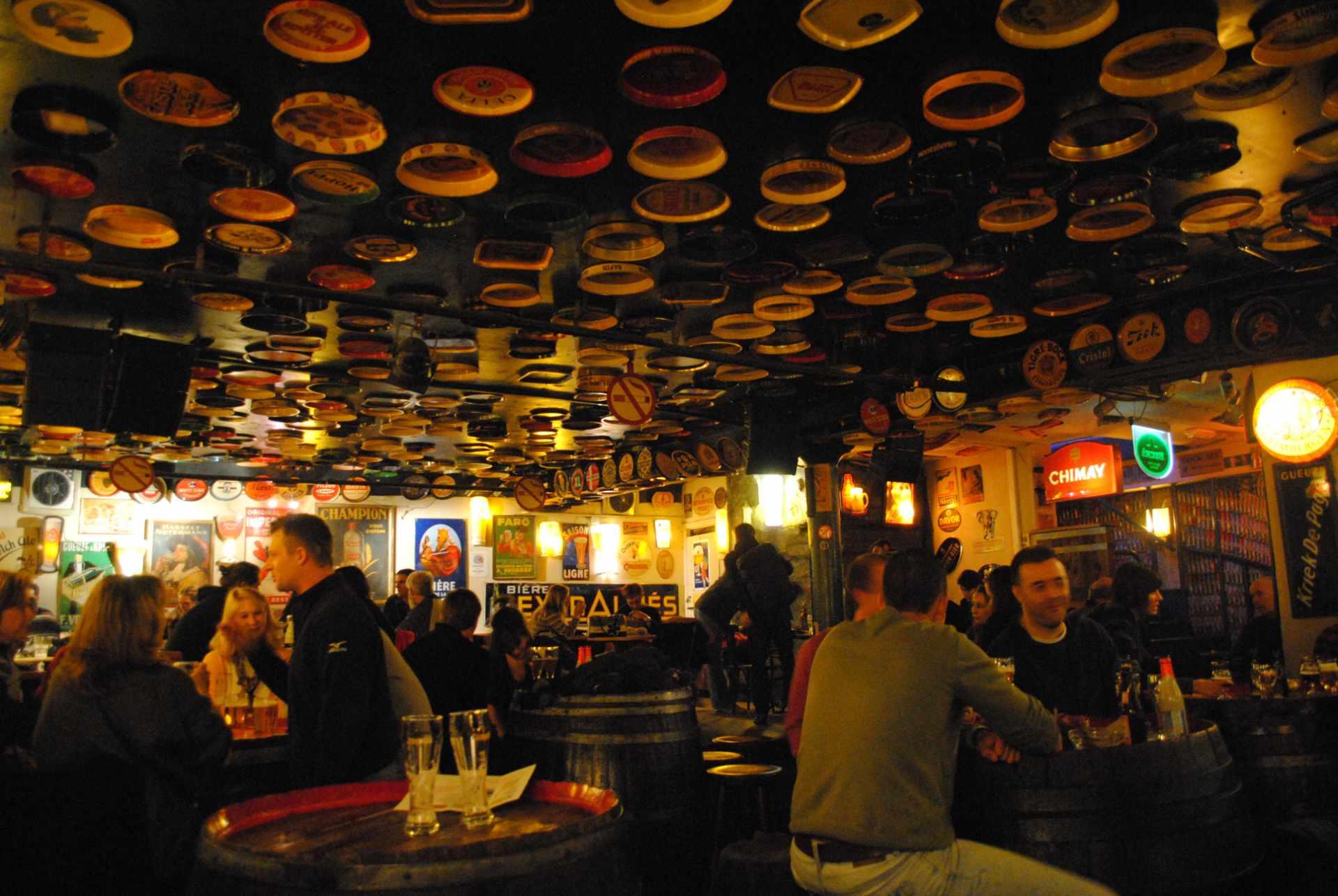 people-drinking-inside-of-delirium-café-pub