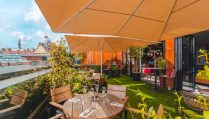 restaurant-table-on-east-59th-rooftop-overlooking-city-with-prosecco-glasses-bottomless-brunch-leeds