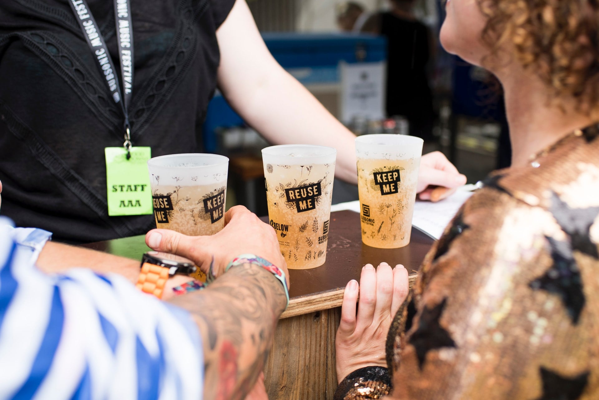 reusable-glasses-of-beer-on-outdoor-festival-bar