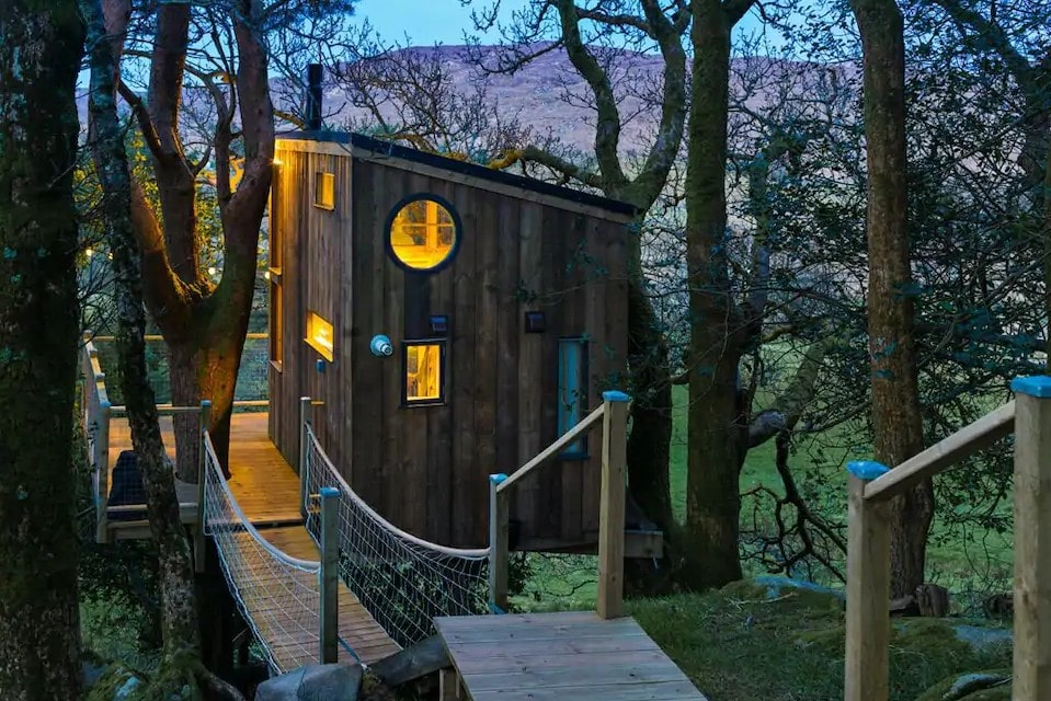 the-birdbox-treehouse-in-the-trees-lit-up-at-night-treehouses-ireland